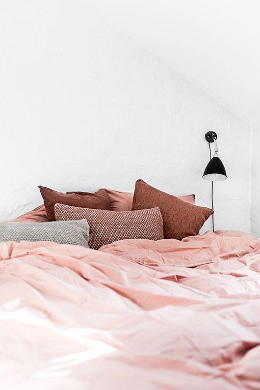 Paleta de colores en tendencia mezcla el color óxido con el rosa palo para tu dormitorio @Utrillanais