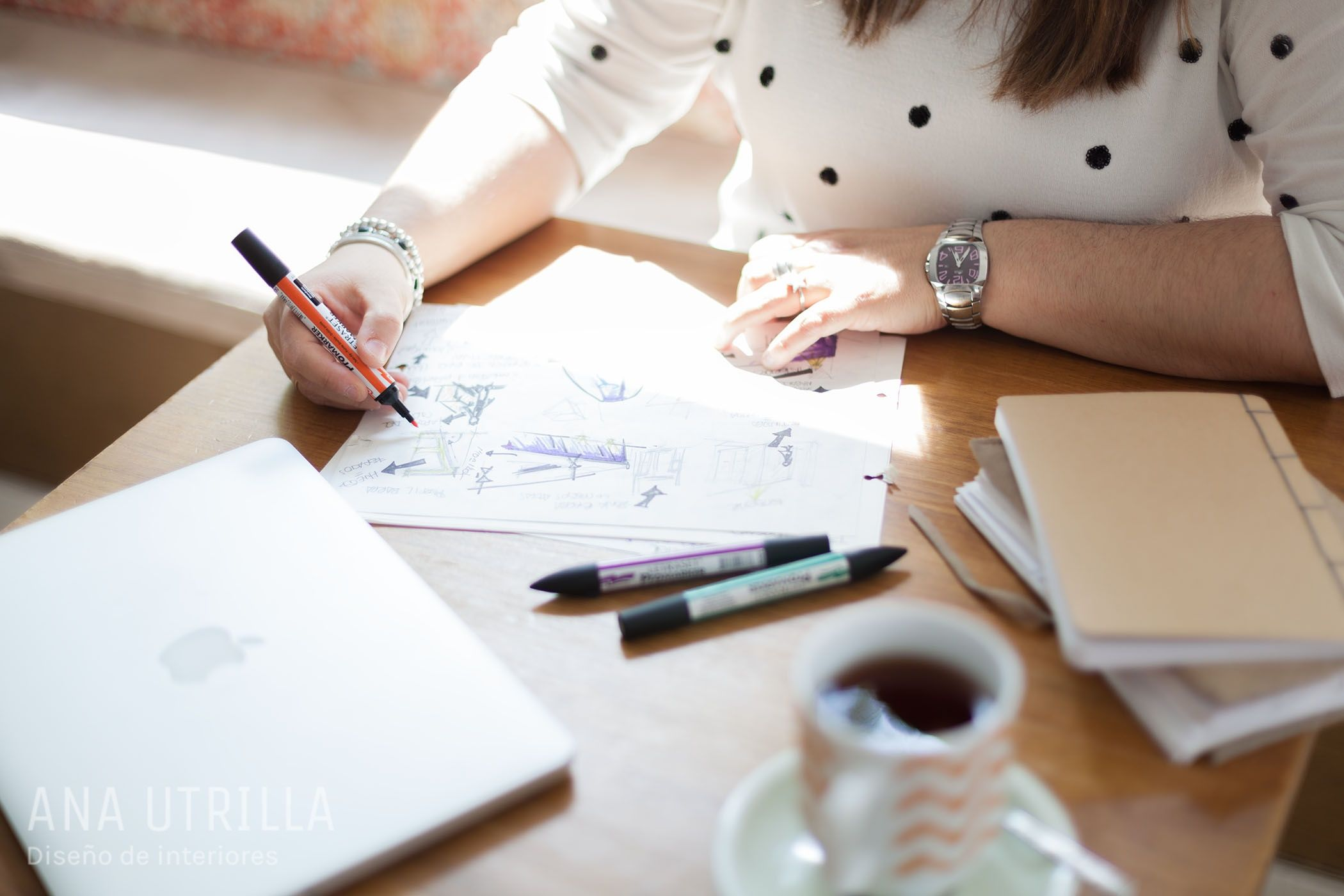 Ana Utrilla diseñadora de interiores online, ayudo a personas sin tiempo sobrepasadas con su reforma o decoración, que han identificado el potencial que tienes su casa, a sacar el máximo partido de ésta, proyectando así el ideal de hogar en el ellas desean vivir. @utrillanais