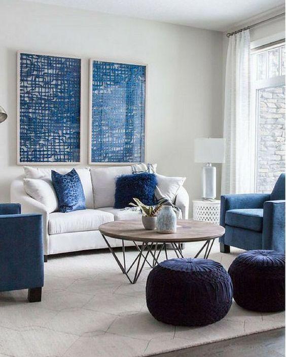 Un salón en tonos azules, ejemplo e inspiración de cómo puedes integrar el color Pantone 2020 en tu hogar a través del mobiliario @Utrillanais