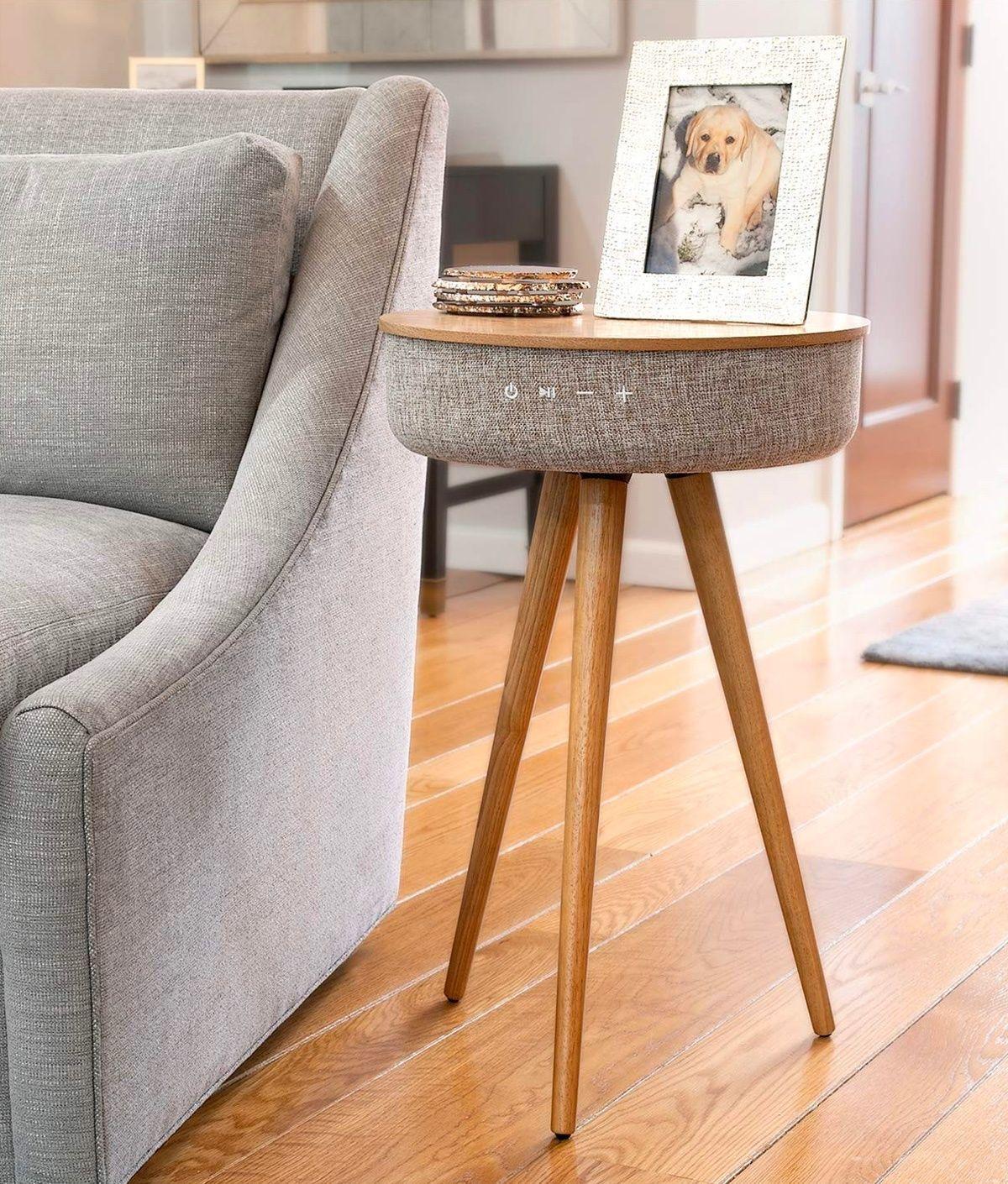 Mesita auxiliar con altavoz (IA), domótica en el hogar para una casa inteligente, tendencias interiorismo 2020, @Utrillanais