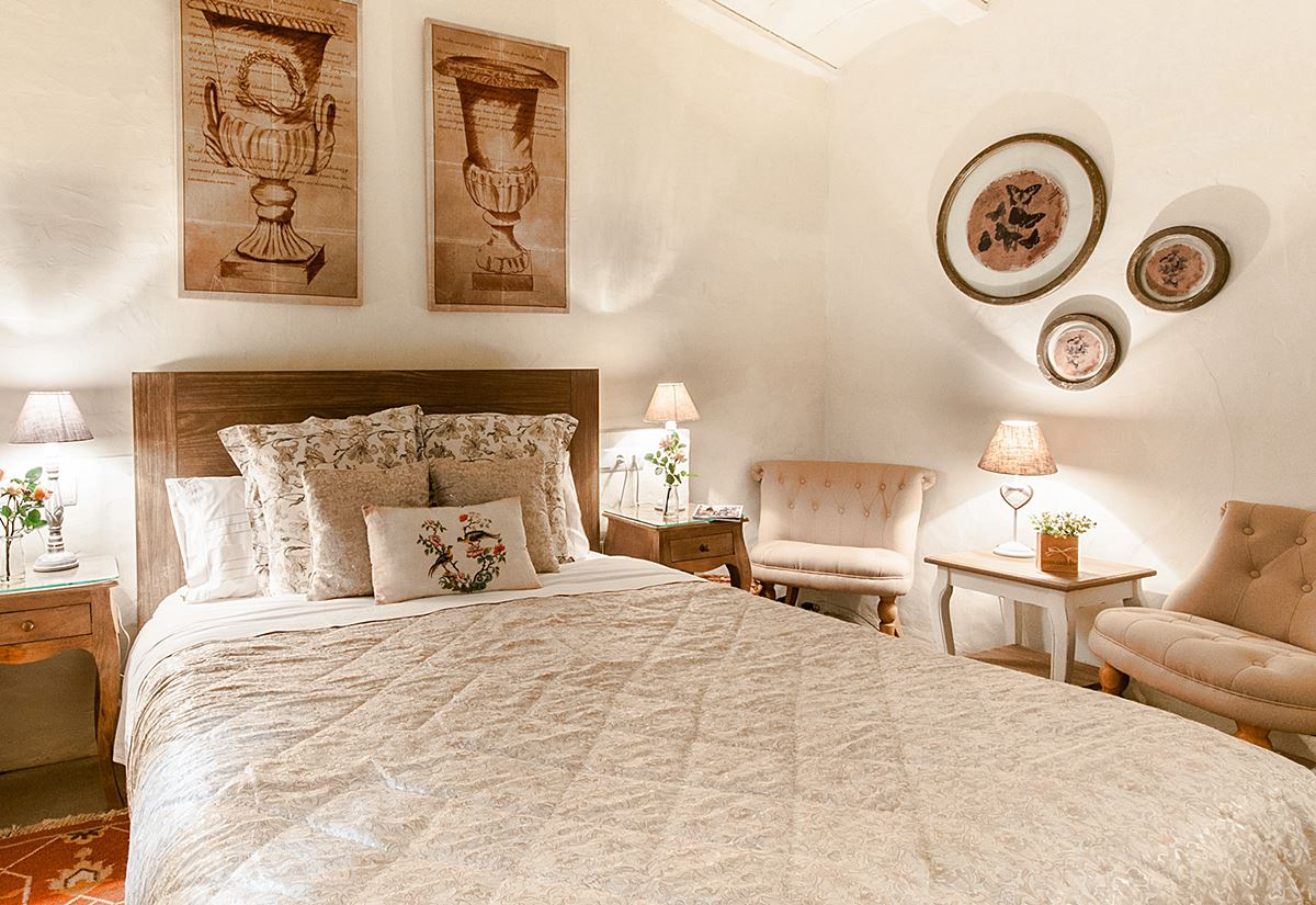 Habitación de estilo shabby chic de la casa rural con encanto el racó de Madremanya #interiorismocasasrurales #anautrillainteriorista @utrillanais