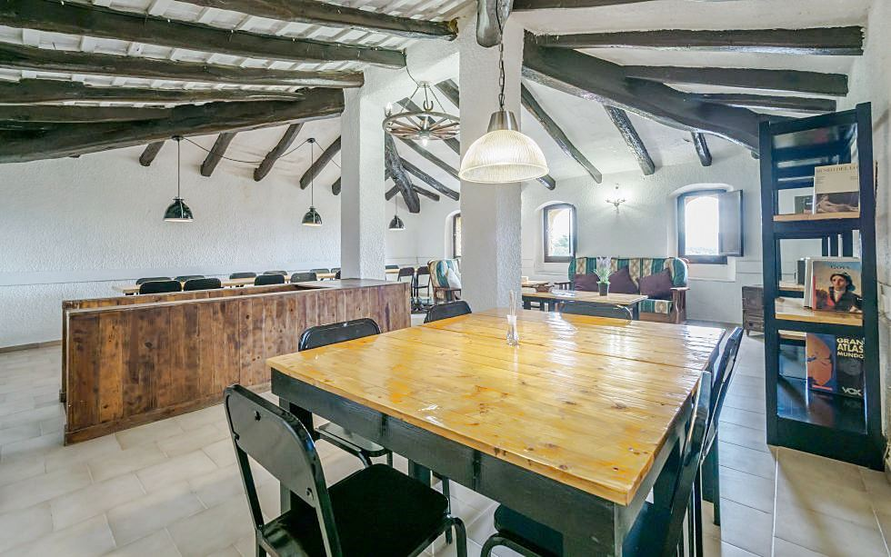 Zona de comedor de alojamiento turístico de estilo rústico moderno #AnaUtrillainteriorismo #slowinteriordesign @utrillanais