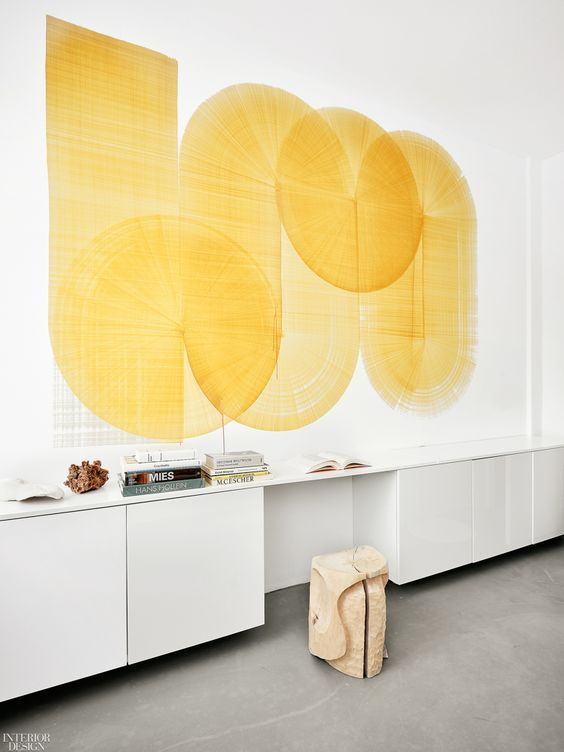 Salón en tonos neutros y amarillo limón, tendencia en color 2020 #anautrillainteriorismo @utrillanais