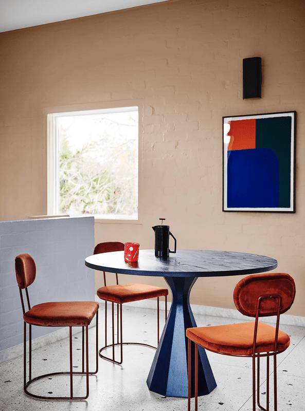 Comedor de estilo moderno contemporáneo y tonos azules. Combina colores en tendencia 2020 @utrillanais