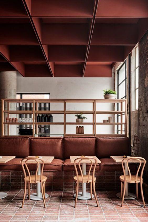 Restaurante en tonos terracota, Bedtwood por Ritz/Gougassian, colores en tendencia