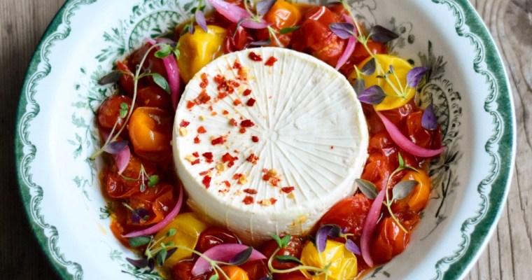 Ugnsbakad vitost med inkokta tomater
