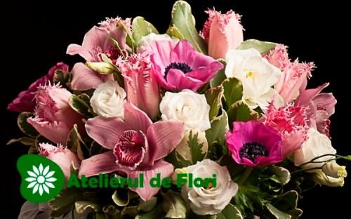 Aranjament cu orhidee,anemone, liziantus