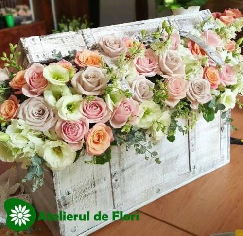 Decor floral cufar cu trandafiri