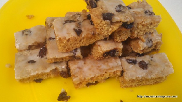 Christmas Cookies: Raisin Bars