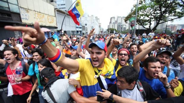 Venezuela's Maduro Urges Opposition to Continue Dialogue