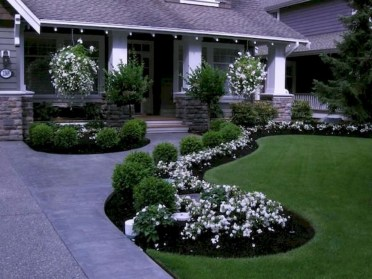 Amazing Front Yard Design Ideas that Makes You Never Want to Leave 34