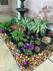 Amazing Front Yard Design Ideas that Makes You Never Want to Leave 37