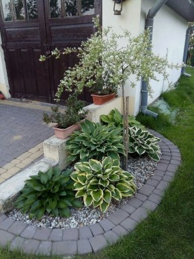 Amazing Front Yard Design Ideas that Makes You Never Want to Leave 46