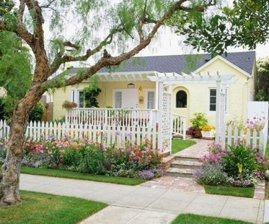 Beautiful Flower Garden for Your Front Yard 49