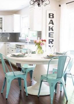 Best DIY Farmhouse Kitchen Decorating Ideas 07