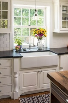 Best DIY Farmhouse Kitchen Decorating Ideas 34