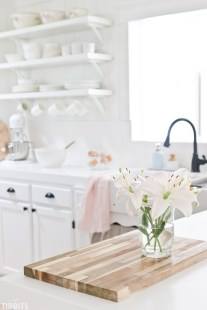Best DIY Farmhouse Kitchen Decorating Ideas 45