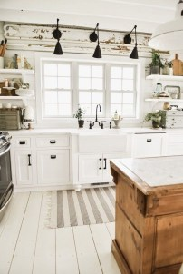 Best DIY Farmhouse Kitchen Decorating Ideas 47