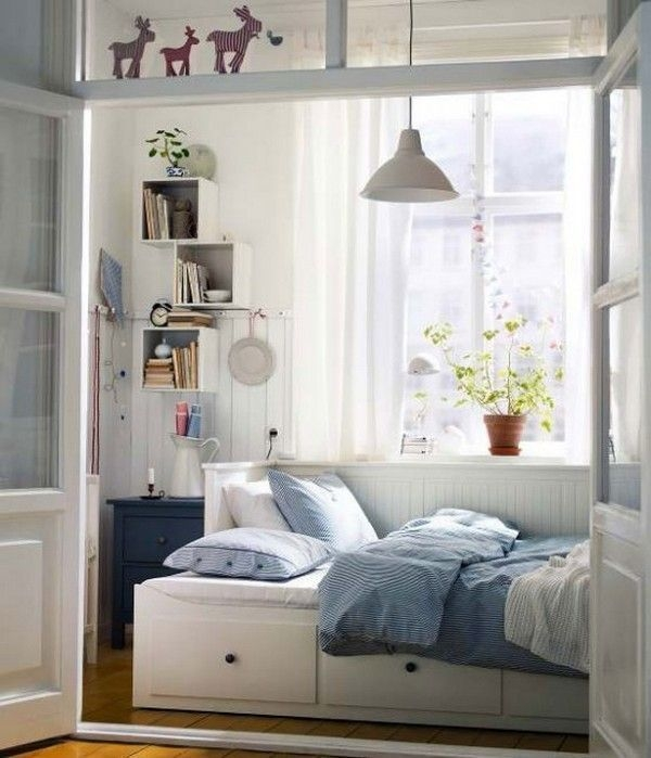 Best Design Small bedroom that Maximizes Style and Efficiency 27