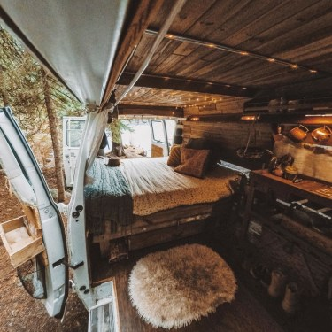 Brilliant Camper Van Conversion for Perfect Outdoor Experience 44
