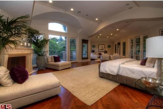 Luxury Huge Bedroom Decorating Ideas 04