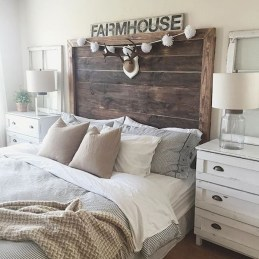 Outstanding Rustic Master Bedroom Decorating Ideas 12