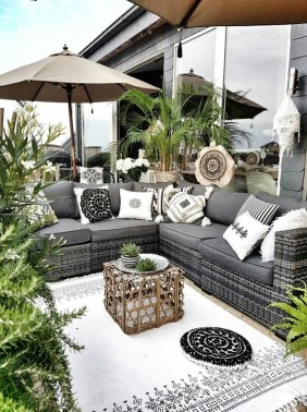 Backyard Patio Ideas That Will Amaze and Inspire You 21