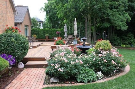 Beautiful Backyard Landscaping Design Ideas With Low Maintenance 31