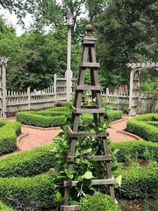 Cool DIY Garden Trellis Ideas 31