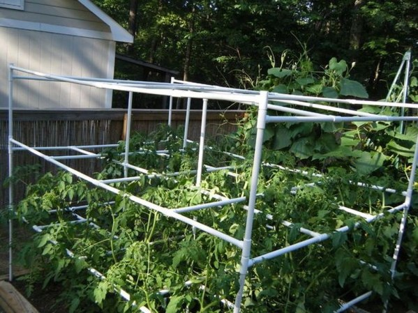 Cool DIY Garden Trellis Ideas 44