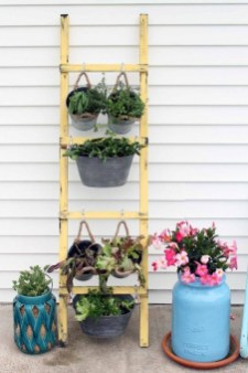 Cool DIY Vertical Garden for Front Porch Ideas 08