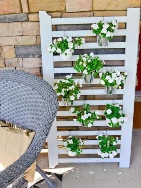 Cool DIY Vertical Garden for Front Porch Ideas 17