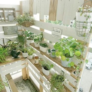Cool DIY Vertical Garden for Front Porch Ideas 18