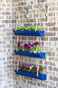 Cool DIY Vertical Garden for Front Porch Ideas 22