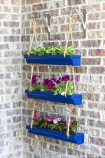 Cool DIY Vertical Garden for Front Porch Ideas 22
