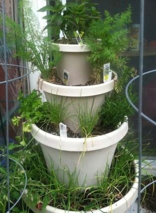 Cool DIY Vertical Garden for Front Porch Ideas 25