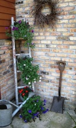 Cool DIY Vertical Garden for Front Porch Ideas 28