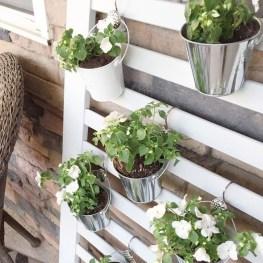 Cool DIY Vertical Garden for Front Porch Ideas 40