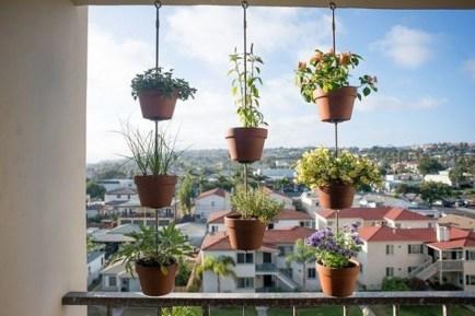 Cool DIY Vertical Garden for Front Porch Ideas 46