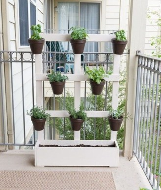 Cool DIY Vertical Garden for Front Porch Ideas 53