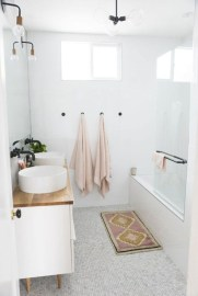 Cool Minimalist Bathroom to Add to Your Dream Home Decor 17