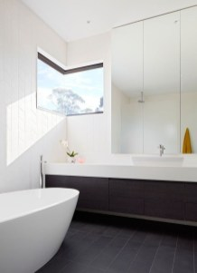 Cool Minimalist Bathroom to Add to Your Dream Home Decor 26