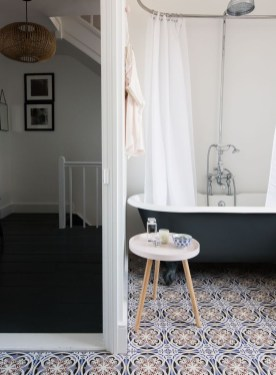 Cool Minimalist Bathroom to Add to Your Dream Home Decor 28