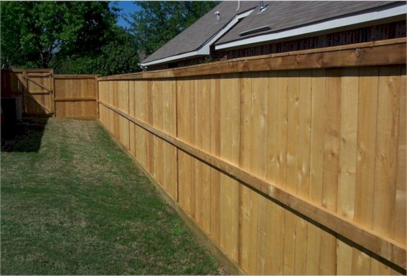 Amazing Farmhouse Privacy Fence to Perfect Your Backyard 14
