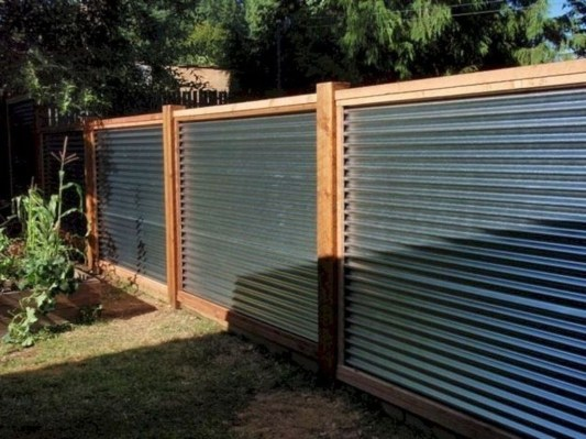 Amazing Farmhouse Privacy Fence to Perfect Your Backyard 16