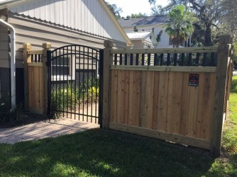 Amazing Farmhouse Privacy Fence to Perfect Your Backyard 21