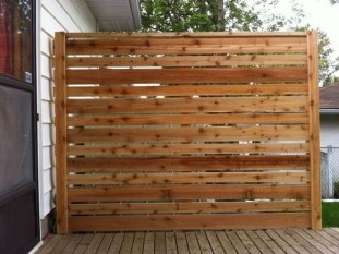 Amazing Farmhouse Privacy Fence to Perfect Your Backyard 30