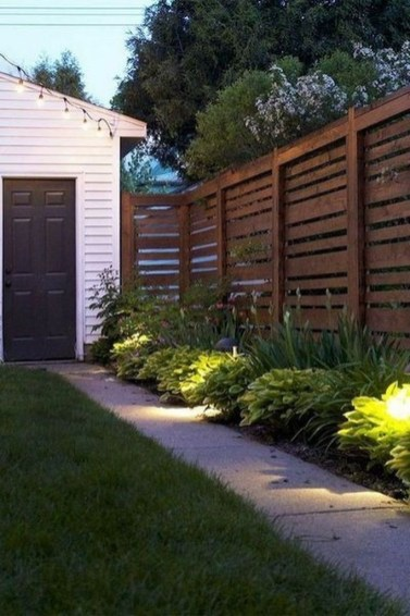 Amazing Farmhouse Privacy Fence to Perfect Your Backyard 43