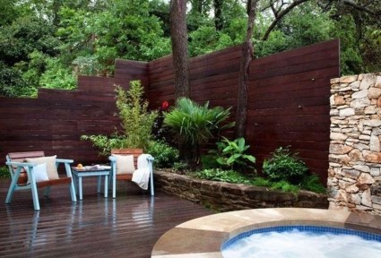 Amazing Farmhouse Privacy Fence to Perfect Your Backyard 46