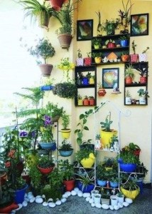 Basic Exterior Wall Into an Elegant Vertical Garden to Perfect Your Garden 19